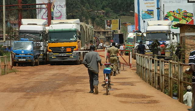 Ambasaderi w'u Rwanda muri Uganda yasabwe ibisobanuro ku ifungwa ry'umupaka