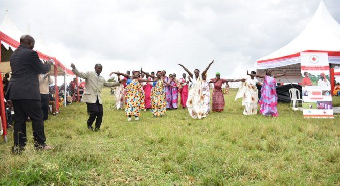 Nyagatare: Abanyarwanda birukanwe muri Tanzaniya barashimira Croix Rouge