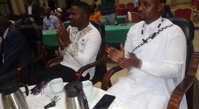 Imihango y'Ubukwe bwa Kinyarwanda ayigereranya no Guterekera