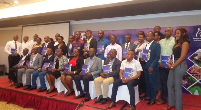 IPAR na Access to Finance Rwanda bamuritse igitabo kigaragaza inzitizi umuhinzi agihura nazo