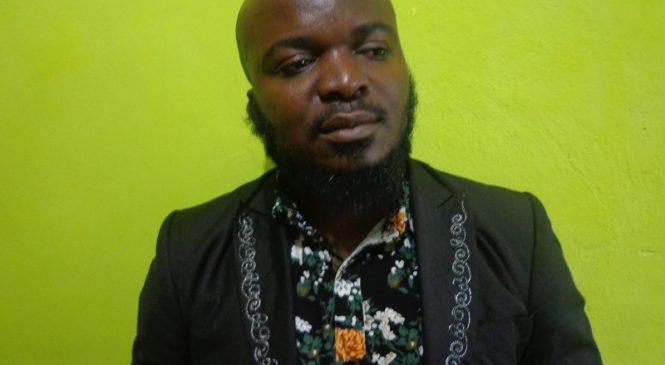 Umuvuzi Sibomana akaba n'umuhanzi amaze iminsi isaga 10 afungiye kuri Sitasiyo ya Polisi ya Rwezamenyo