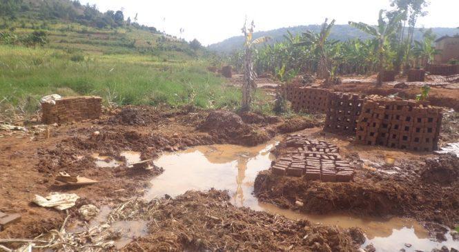 Bumbogo: Baramagana ibikorwa bya Ndayisaba bigamije kubashyira mu manegeka(Amafoto)