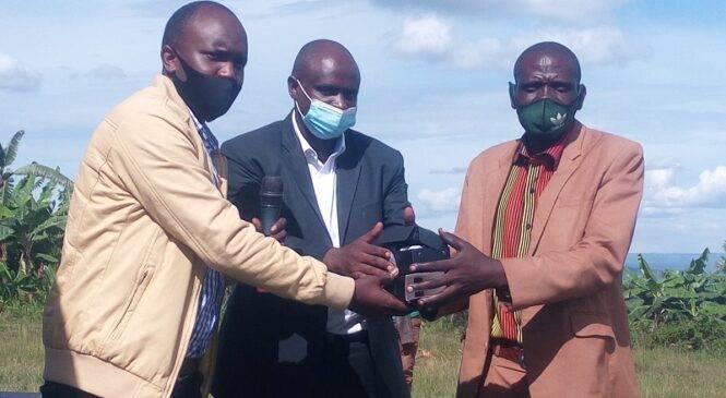"""Gahengeri: Hatanzwe telefone zizifashishwa muri """"irrigation"""""""
