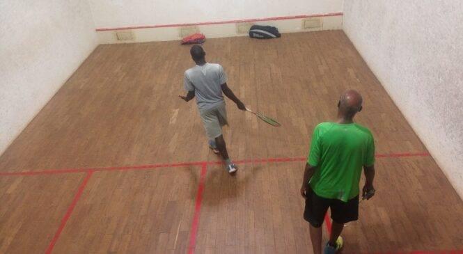 Squash umukino ukinirwa mu nzu n'abantu babiri, ugiye gushakirwa ibyangombwa